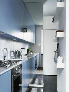 blue kitchen + mirror #decor #kitchen