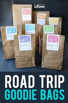 Count down a long car ride with road trip goodie bags! Let kids open one each ho. - Count down a long car ride with road trip goodie bags! Let kids open one each hour to make the trip - Snacks Road Trip, Road Trip Activities, Road Trip Packing, Road Trip Games, Road Trip Essentials, Travel Packing, Car Travel, Kids Travel Activities, Texas Travel