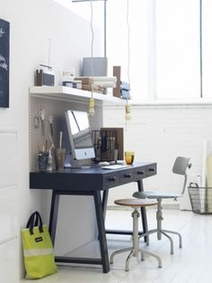 Like the legs Study Space, Desk Space, Freitag Bag, Home Office Setup, Office Ideas, Small Workspace, Tiny Spaces, Furniture Design, Sweet Home