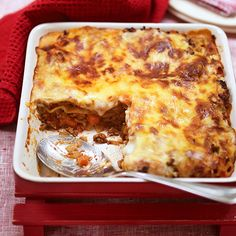 Enjoy a tasty and delicious meal in Learn how to make Gluten free beef lasagne and get the Smartpoints of the recipes. Beef Lasagne, Lasagne Recipes, Ww Recipes, Gluten Free Recipes, Cooking Recipes, Sin Gluten, Weight Watcher Dinners, Tasty, Yummy Food