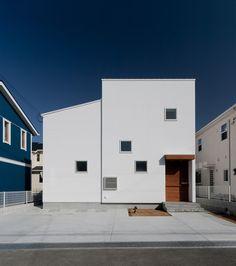 ピュアオーガニックハウス Japanese Architecture, Art And Architecture, Narrow House, Urban Loft, Minimal Home, Happy House, Exterior House Colors, Japanese House, Curb Appeal