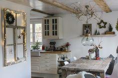 Espresso Kitchen Cabinets, Simple Living Room Decor, Crib Sets, Aesthetic Room Decor, Modern Interior Design, Home Accents, Kitchen Remodel, Diy Home Decor, Christmas Decorations