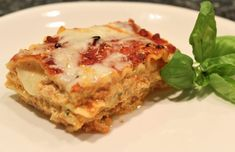 Today I am sharing with you my tasty lasagna recipe. Whenever I make lasagna, I love to make extra batches and store them in the freezer to make it easier to cook on a day that I don Casserole Recipes, Meat Recipes, Wine Recipes, Pasta Recipes, Cooking Recipes, Yummy Recipes, Recipies, Potluck Dishes, Pasta Dishes