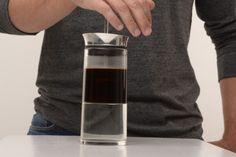 「American Press(アメリカンプレス)」は抽出が早く、洗浄が楽なコーヒー抽出器具。フレンチプレスに似た構造ですが、より米国人好みに改良されています。