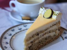 Eggnog cake recipe: it tastes like grandma& - An egg liqueur cake goes perfectly with Easter coffee. With this recipe you can conjure up a partic - Easy Easter Desserts, Winter Desserts, Easter Recipes, Cheesecake Recipes, Cookie Recipes, Dessert Recipes, Eggnog Cake, Dirt Cake, Liqueur