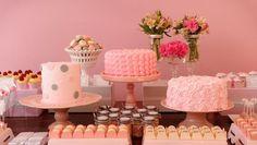Bolos criados por Nika Liden (www.nikaliden.com.br) e finalizados com com três diferentes tipos de ingredientes, a partir da esquerda, glacê, chantilly e marshmallow