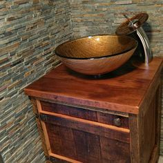 Best Totally Free Barn Wood island Style Handling reclaimed lumber has become pretty common for a few minutes or perhaps two. Creating a barnwood highl. Reclaimed Wood Vanity, Rustic Vanity, Reclaimed Barn Wood, Long Island, Vanity Set Up, Bar Outdoor, Barnwood Doors, Arched Doors, Old Barn Wood
