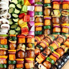 Grilled Veggie Kebabs with Creamer Potatoes & Tofu » I LOVE VEGAN Vegan Picnic, Picnic Foods, Delicious Vegan Recipes, Vegetarian Recipes, Veggie Skewers, Vegetable Kebabs, Vegan Party Food, Vegan Food, Tofu Burger