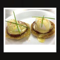 #eggsbenedict #hollandaiseplease #culinarylife #lecordonbleu #bonappetit