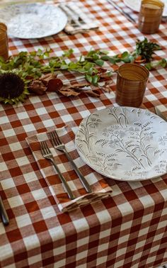 Set of four 18″ x 18″ napkins