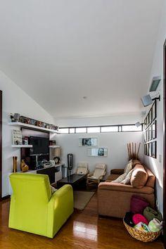 Sala TV: Salas de estilo moderno por aaestudio