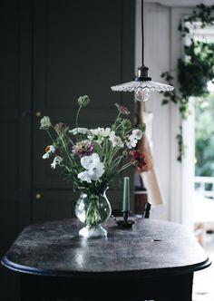 Villa strömsfors och lanseringen av L´hôtel - Lovely Life Beautiful Interior Design, Classic Interior, Living Room Inspiration, Interior Inspiration, Bunch Of Flowers, Cut Flowers, Modern Victorian, Farms Living, Home Comforts