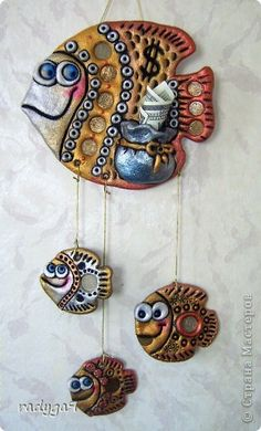 Produit artisanal Modélisation My fish repeat . Pottery Animals, Ceramic Animals, Clay Animals, Clay Art Projects, Polymer Clay Projects, Clay Crafts, Clay Fish, Polymer Clay Kunst, Fish Sculpture