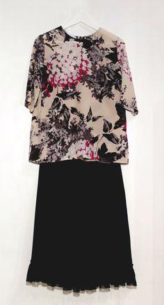 Composizione con camicetta floreale e gonna nera (disponibile anche nella versione più lunga) - Autunno Inverno - Atelier Altrecose