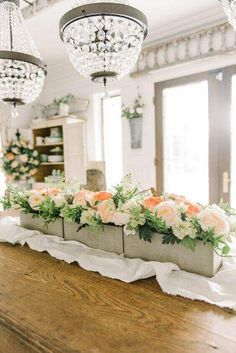 🌟Tante S!fr@ loves this📌🌟Cheerful Spring Farmhouse Dining Room Wooden Box Centerpiece, Farmhouse Table Centerpieces, Simple Centerpieces, Farmhouse Decor, Centerpiece Ideas, Urban Farmhouse, Centrepieces, Farmhouse Ideas, Table Decorations