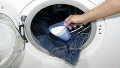 Vi è mai capitato di avere i vestiti maleodoranti e di non sapere come fare per rimuovere i cattivi odori? Ecco i rimedi naturali per eliminare la puzza di fumo, umido e sudore dagli indumenti.