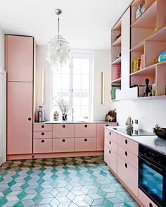 Pink kitchen - elledecoration.se Foto: Wichmann + Bendtsen Photography #elledecorationse #interior #inredningsinspiration #kitchen