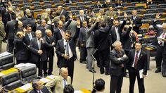 Câmara eleva salários e aprova a criação de 10 mil cargos públicos