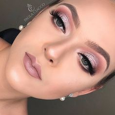 Curso de Maquiagem Online - O maior treinamento do Brasil com 31 horas - - Wedding - Maquillaje Mauve Makeup, Rose Gold Makeup, Glam Makeup, Makeup Inspo, Eyeshadow Makeup, Makeup Inspiration, Hair Makeup, Makeup Ideas, Eyeshadow Blue Eyes