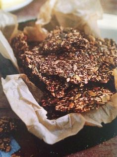 Knækbrød LCHF Healthy Recepies, Healthy Bars, Healthy Treats, Low Carb Recipes, Snack Recipes, Savoury Biscuits, Frozen Yoghurt, Danish Food, Food Crush