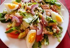 Avokádós tonhalsaláta madársalátával   NOSALTY Fish Recipes, My Recipes, Salad Recipes, Healthy Recipes, Avocado, Clean Eating, Good Food, Yummy Food, Hungarian Recipes
