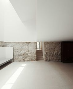 Image 20 of 31 from gallery of House in Janeanes / Branco-DelRio Arquitectos. Photograph by do mal o menos Minimalist Architecture, Space Architecture, Minimalist Interior, Contemporary Architecture, Contemporary Interior, Modern Interior Design, Architecture Details, Arch Interior, Interior And Exterior
