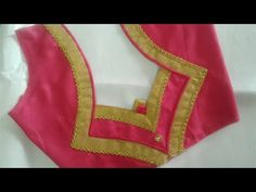 Beautiful blouse design Best Picture For pink Blouse For Your Taste You are looking for something, and it is going to tell you exactly what you are looking for, and you didn't find that picture. Patch Work Blouse Designs, Simple Blouse Designs, Stylish Blouse Design, Kurta Neck Design, Saree Blouse Neck Designs, Dress Neck Designs, Sari Blouse, Sari Design, Designer Kurtis