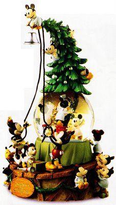 Disney Christmas - Mickey and Minnie Snowglobe