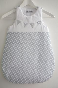 RESERVED - ON SALE ! Lovely Summer sleeping bag with polka dots and flags, 18/24…