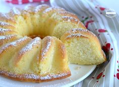 La ciambella alla panna è un dolce delicato e molto soffice, profumato alla vaniglia ideale per la prima colazione o per la merenda. Cocktail Desserts, Mini Desserts, Just Desserts, Delicious Desserts, Sweet Recipes, Cake Recipes, Dessert Recipes, Happiness Recipe, Blog Patisserie