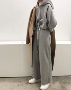 Wardrobe In Need Of An Update? Read This Excellent Fashion Advice – Designer Fashion Tips Look Fashion, Hijab Fashion, Korean Fashion, Winter Fashion, Fashion Outfits, Womens Fashion, Fashion Trends, Sneakers Fashion, Trendy Fashion
