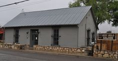 Traveling through west Texas along I-10 we came across a winery in Fort Stockton called Mesa Vineyards. We stopped in for a tasting and a cheese board before venturing on our way. If you are traveling through west Texas I'd recommend stopping in it's a cute little place with friendly people! #texaswine
