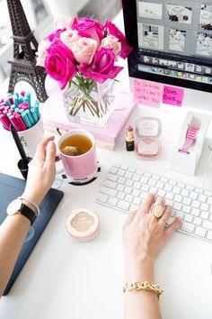 Love the pops of pink // desk