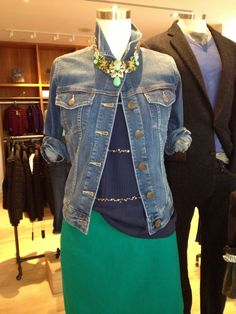 What a great way to dress up a jean jacket! This is a J Crew mannequin. Green Jacket Outfit, Jean Jacket Outfits, J Crew Outfits, Casual Outfits, Fashion Outfits, Fashion Trends, J Crew Style, My Style, J Crew Catalog