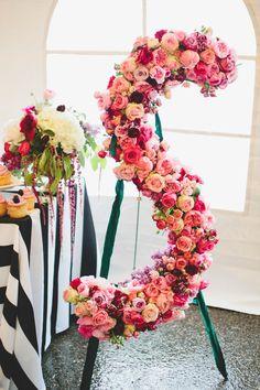Las iniciales de la pareja en flores! UAU!