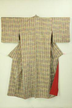 Chic Lattice Pattern Tumugi Komon / 杢グレー地 渋色の格子柄 紬小紋 #Kimono #Japan http://global.rakuten.com/en/store/aiyama/  http://www.rakuten.co.jp/aiyama/