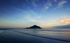 St Michael's Mount | Hard to believe but this time last week we'd just spent the day on the beach in Cornwall watching the sun go down over St Michael's Mount – in glorious weather and 20°C of November sunshine!