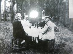 В Брасово на охоте. Михаил Романов - второй слева. Фото: предоставлено краеведческим музеем