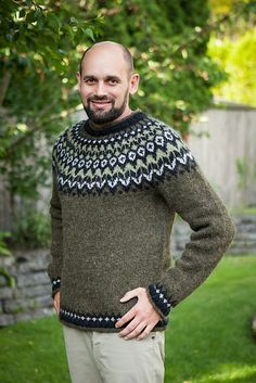 Ravelry: Project Gallery for Riddari pattern by Védís Jónsdóttir Mens Knit Sweater, Norwegian Knitting, Icelandic Sweaters, Linen Stitch, Fair Isle Knitting, Knitted Gloves, Sweater Weather, Lana, Knitting Patterns