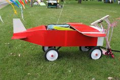 Airplane Float, for festival parade- card board boxes to bulk up a wagon