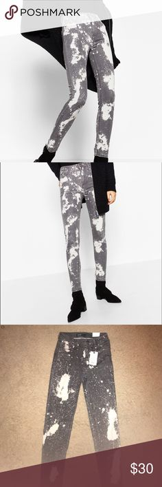 Zara high rise printed jegging Zara high rise printed jeggings. Lots of stretch. Very comfortable. Zara Pants