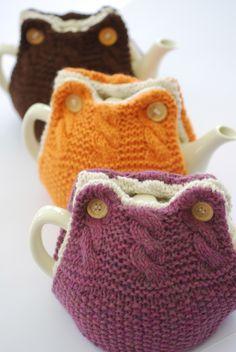 Süße Teekannenwärmer - eigentlich gestrickt, sähe aber bestimmt auch gehäkelt toll aus!