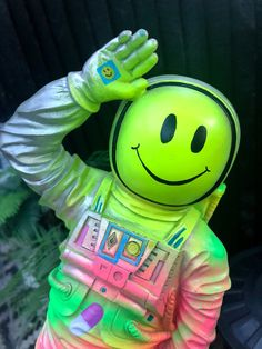 Eclectic Vases, Eclectic Decor, Kitsch Art, Acid House, Head Planters, Quirky Home Decor, Pink Walls, Astronaut, Smiley