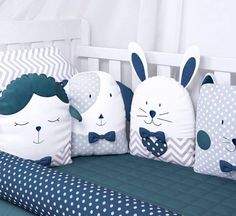 enxoval de berço Baby Pillows, Kids Pillows, Baby Doll Bed, Baby Dolls, Childrens Room Decor, Baby Room Decor, Sewing Toys, Baby Sewing, Sewing Pillows