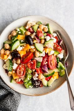 Greek Chickpea Salad, Chickpea Salad Recipes, Greek Salad, Healthy Salad Recipes, Quinoa Salad, Healthy Meals, Spinach Salad, Easy Vegetarian Lunch, Vegetarian Cooking