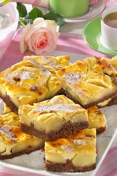 Apfelkuchen mit Mascarpone-Guss Dark dough meets crisp # apples and creamy A poem from the baking tray. French Desserts, Italian Desserts, Italian Recipes, German Recipes, Italian Pastries, French Pastries, Gourmet Recipes, Cake Recipes, Cooking Recipes