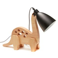 I'm super into this lamp design and style. It matches so nicely with the neighboring furnishings Woodworking Projects Diy, Woodworking Plans, Woodworking Videos, Small Wood Projects, Cool Lamps, Wooden Lamp, Kids Wood, Wood Creations, Wooden Crafts