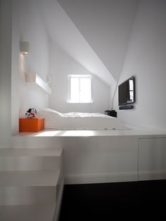 Schlafzimmer mit erhöhtem Podest