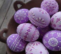 38 Fabulous Easter Home Decor Ideas - Easter is a festival to enjoy and rejoice. Food, family and fun are the highlights of the festival. Lavish food, colorful decor, warm get-togethers; Easter Egg Crafts, Easter Eggs, Egg Shell Art, Easter Egg Designs, Diy Ostern, Egg Art, Easter Celebration, Egg Decorating, Easter Chocolate