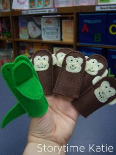 Storytime Katie monkeys and crocodile finger puppets Glove Puppets, Felt Puppets, Puppets For Kids, Felt Finger Puppets, Flannel Board Stories, Felt Board Stories, Felt Stories, Flannel Boards, Toddler Crafts